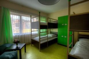 Ein Zimmer mit 4 Betten